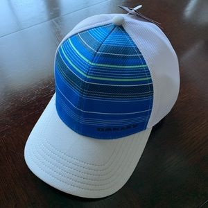 Oakley Fitted Cap Large NWT